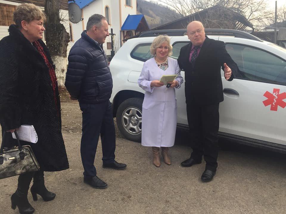 Косівсько-Полянська амбулаторія отримала новий службовий автомобіль
