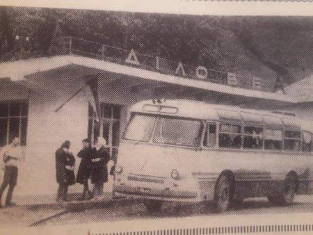 В мережі показали ретро-фото автобусної зупинки на Рахівщині - соцмережі